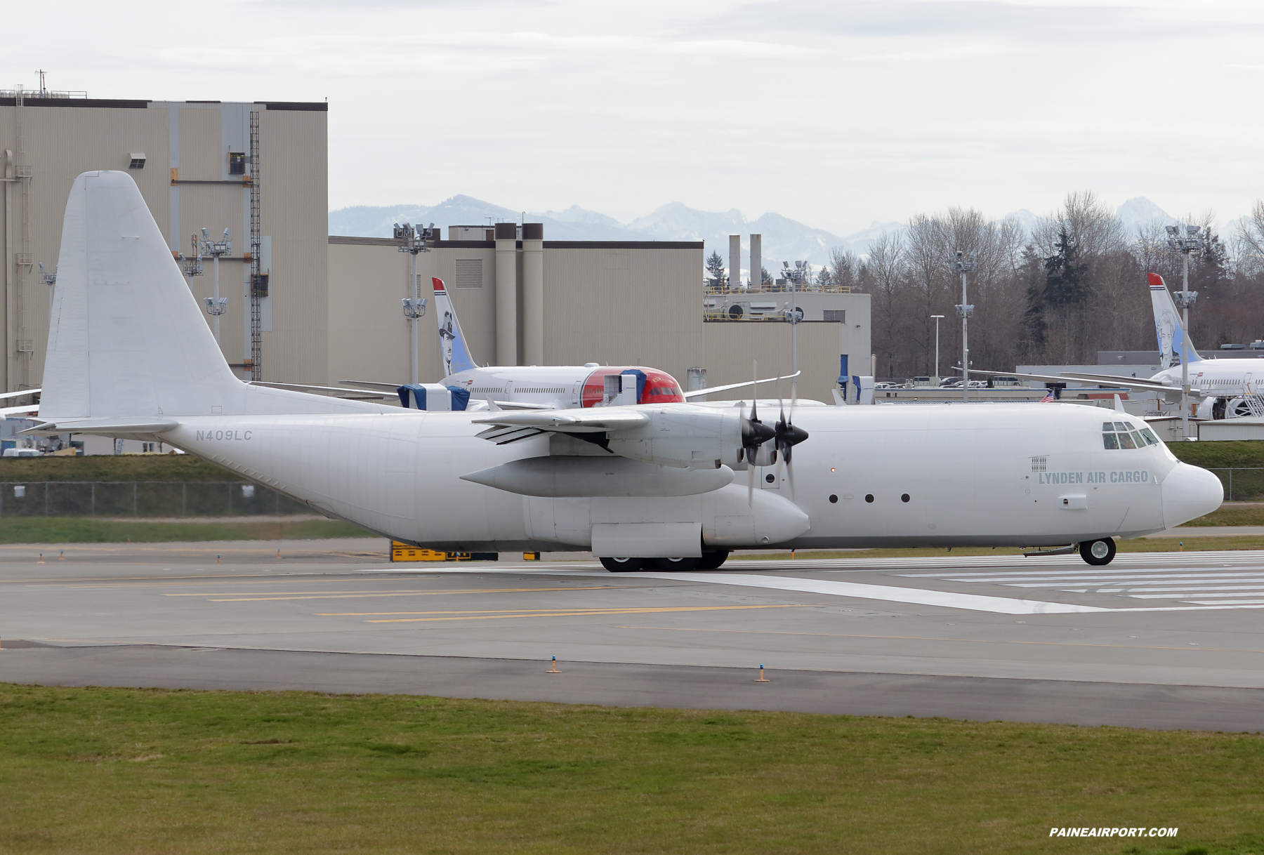 N409LC at Paine Field