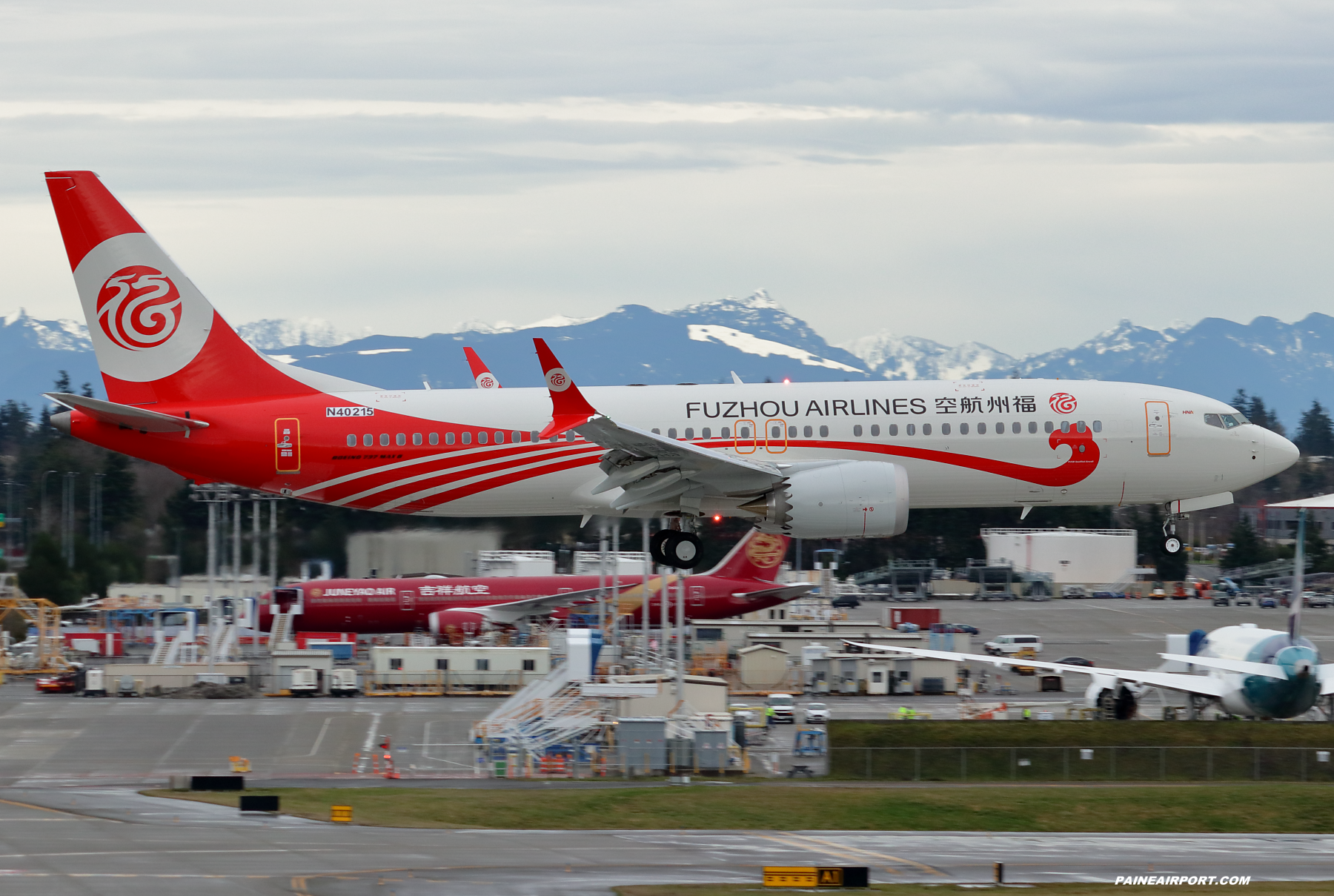 Fuzhou Airlines 737 N40215 at Paine Field