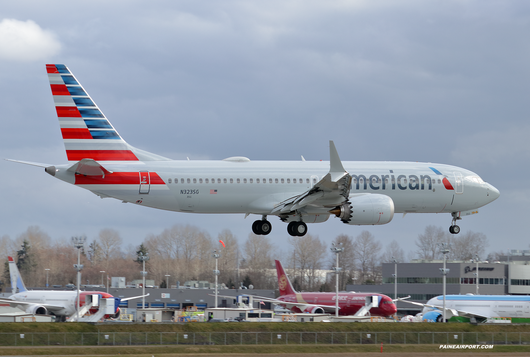 American Airlines 737 N323SG at Paine Field