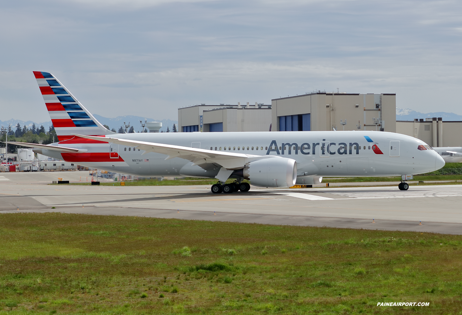 American Airlines 787-8 N871AY at Paine Field