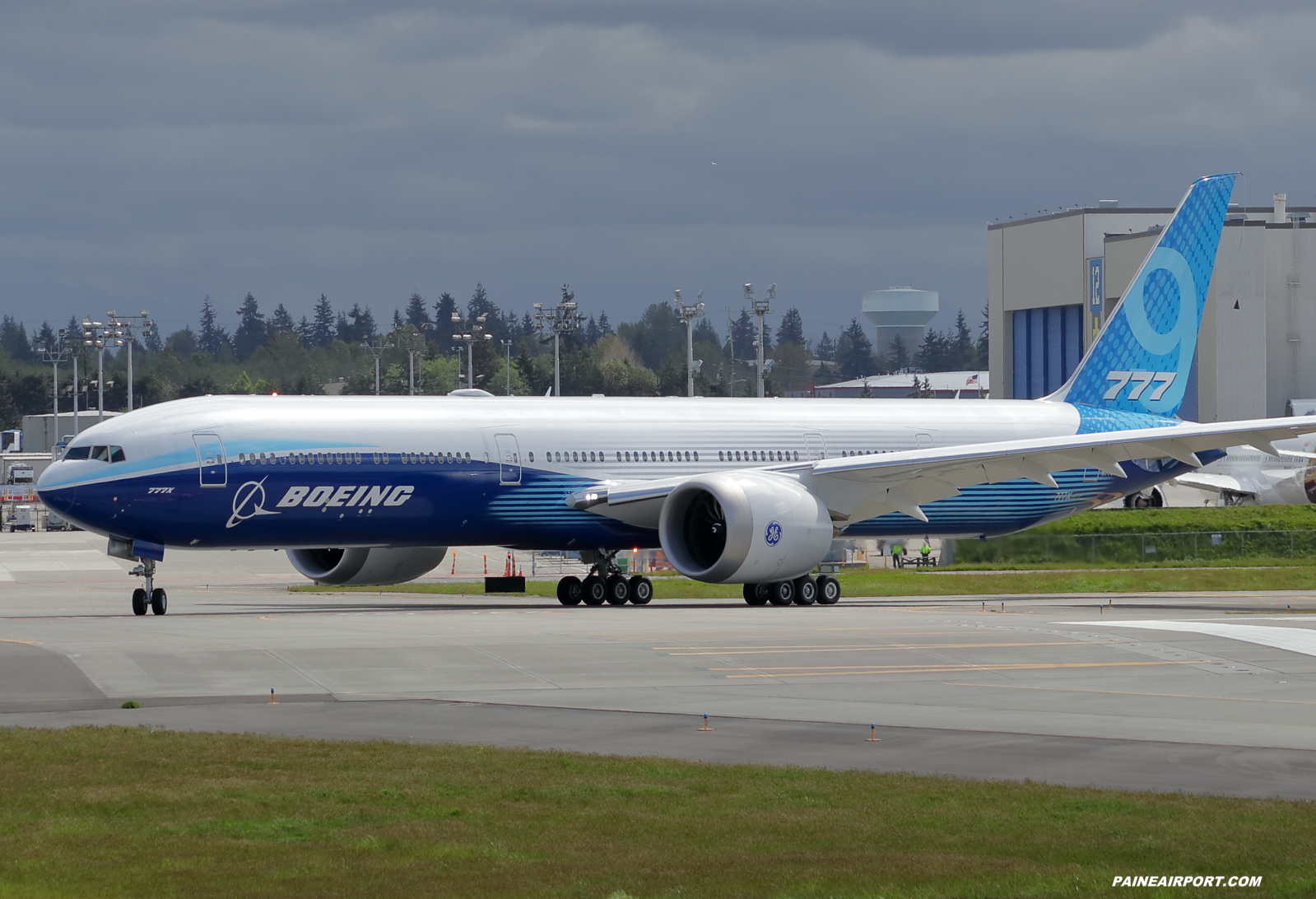 777-9 N779XX at Paine Field