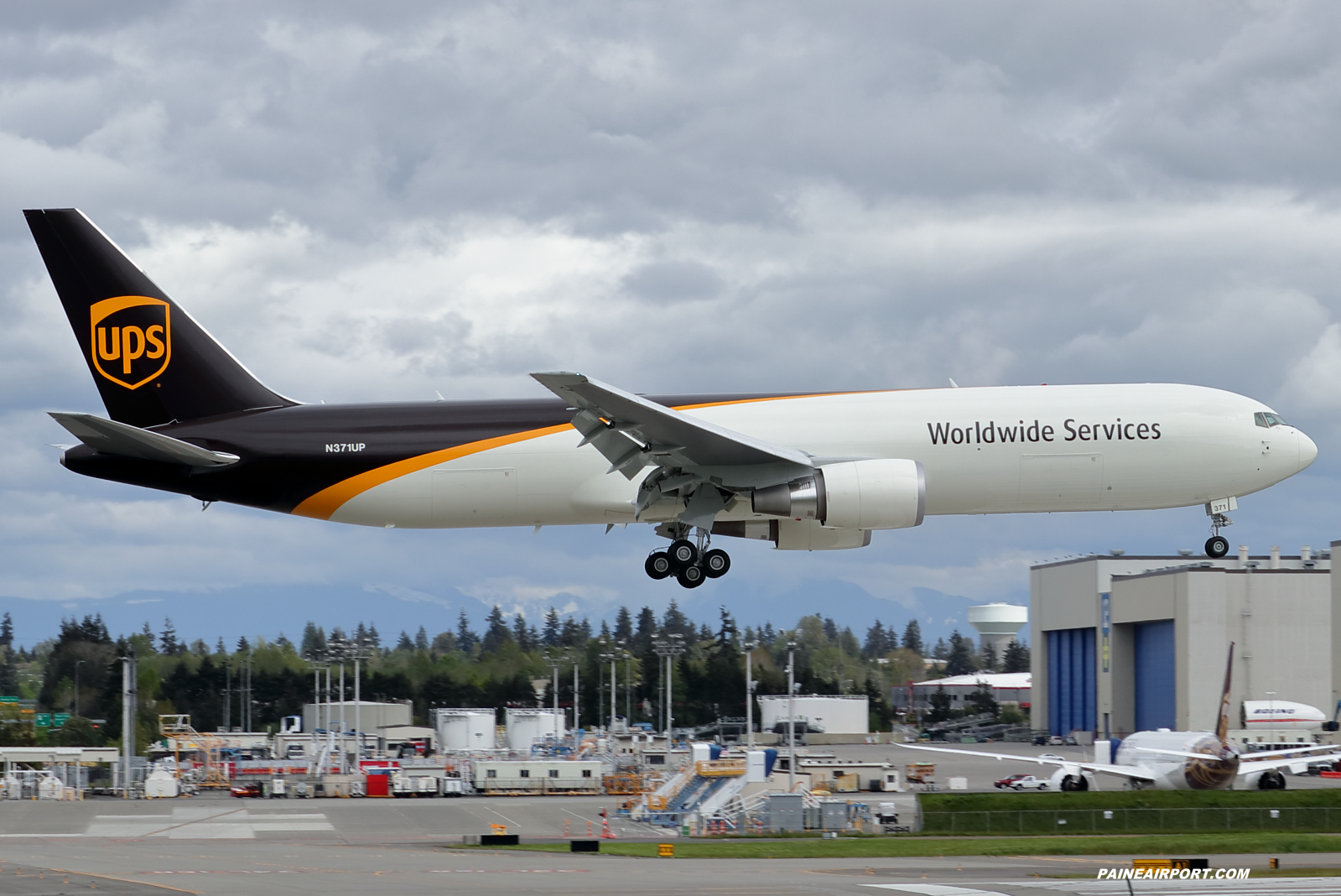 UPS 767 N371UP at Paine Field