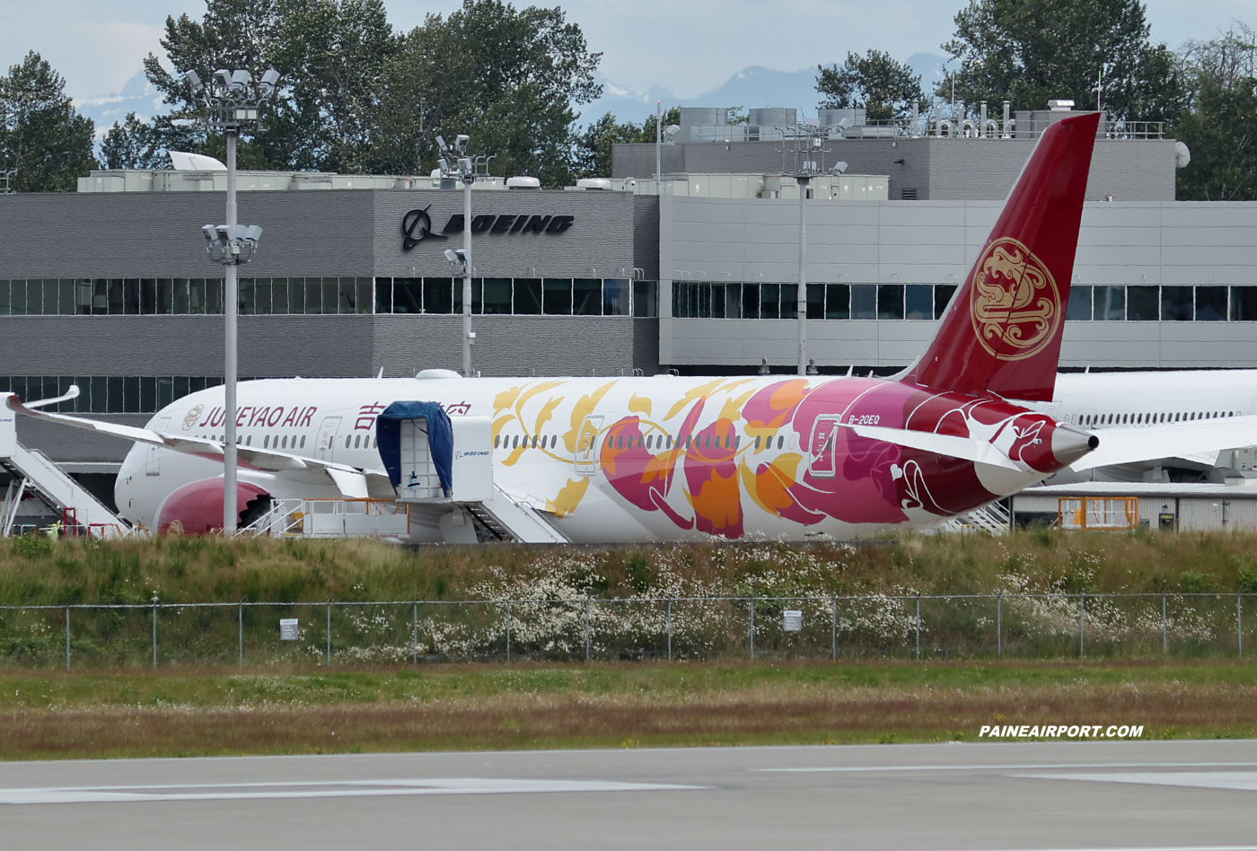 Juneyao Airlines 787-9 B-20EQ at KPAE Paine Field