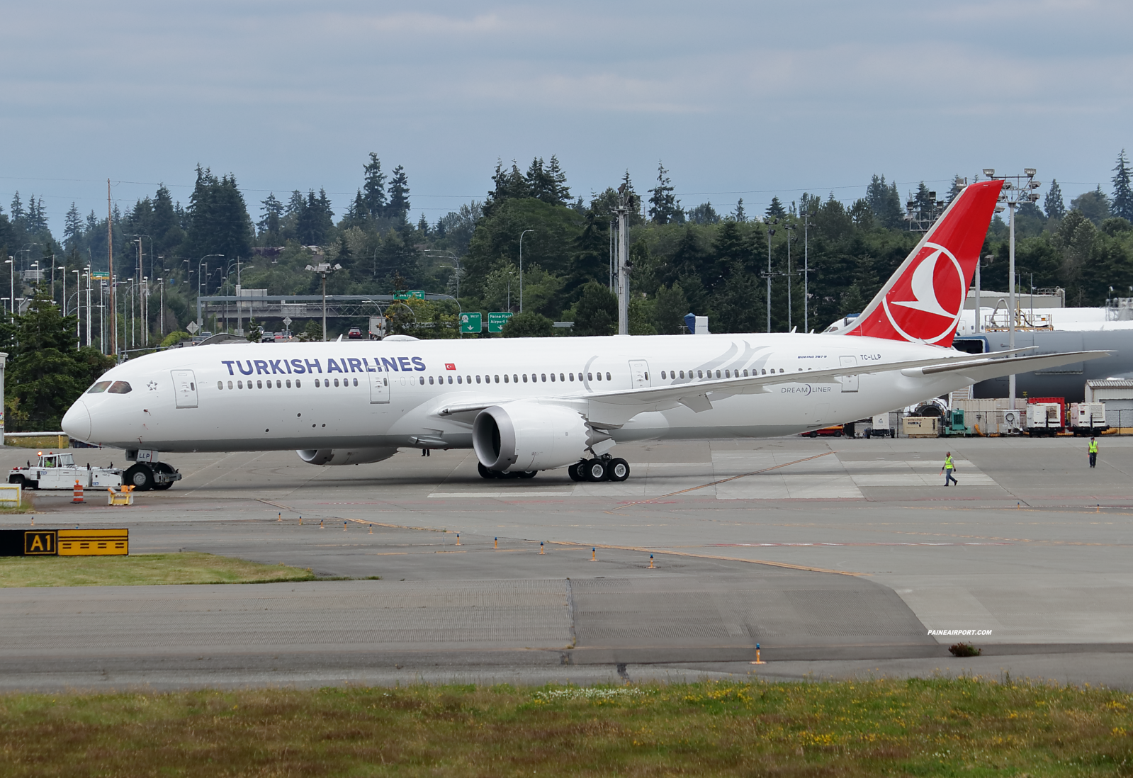 Turkish Airlines 787-9 TC-LLP at KPAE Paine Field