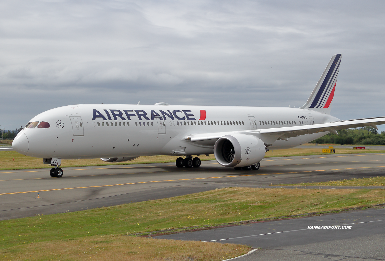 Air France 787-9 F-HRBJ at KPAE Paine Field