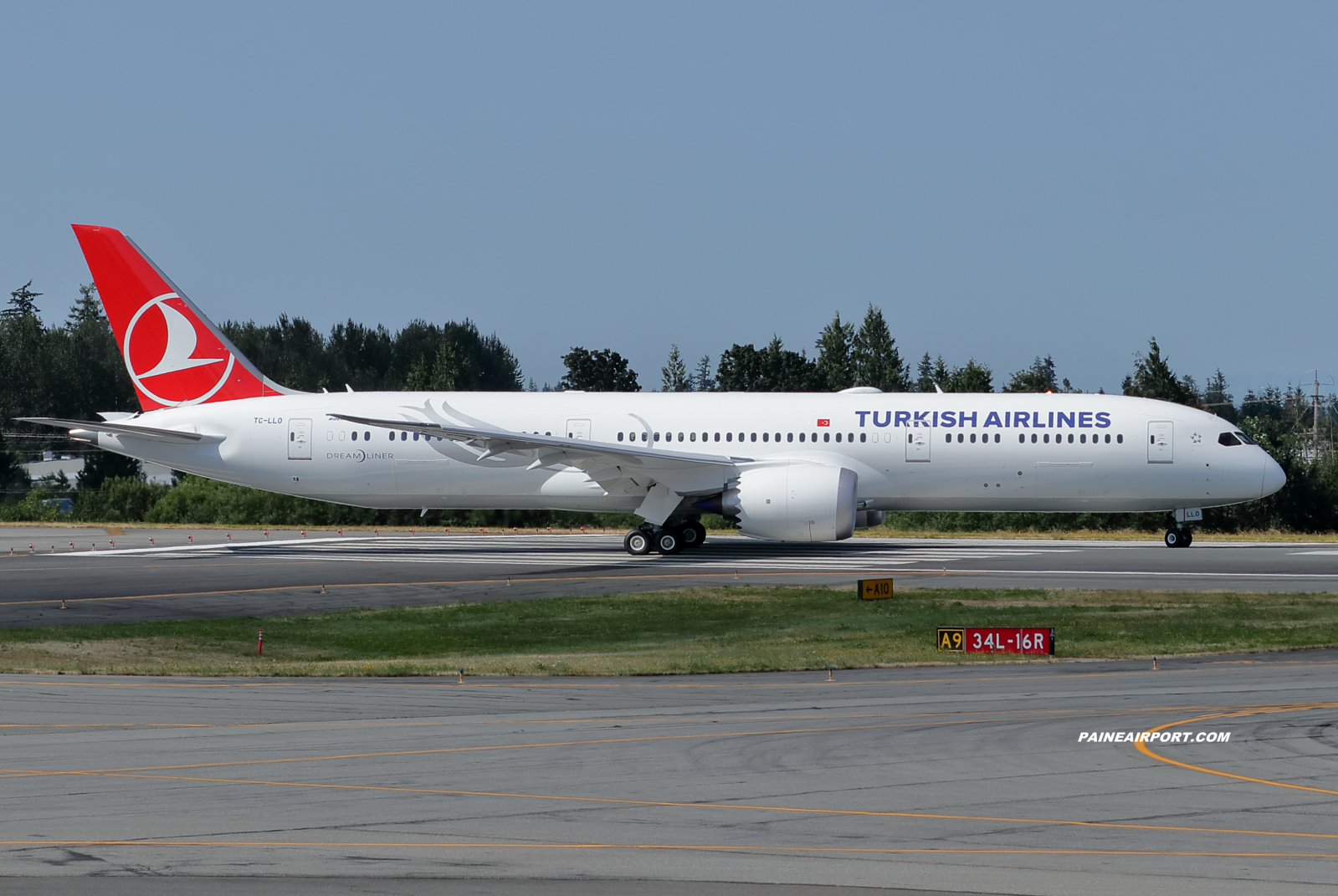 Turkish Airlines TC-LLO at KPAE Paine Field