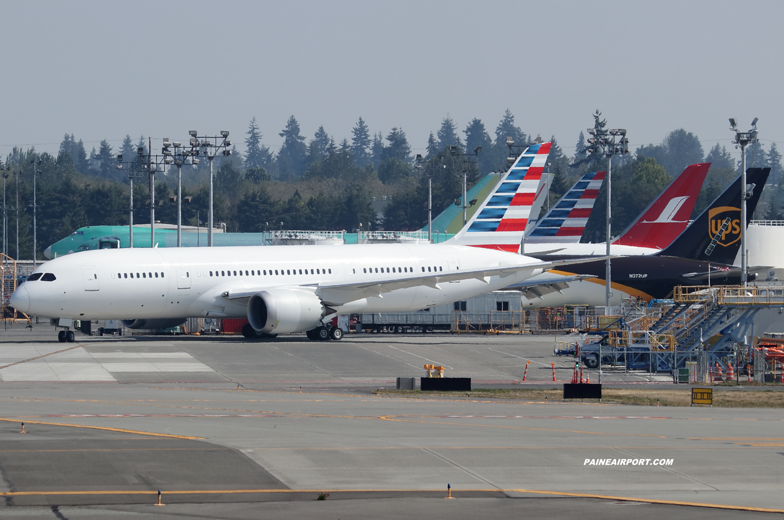 American Airlines 787-8 at KPAE Paine Field