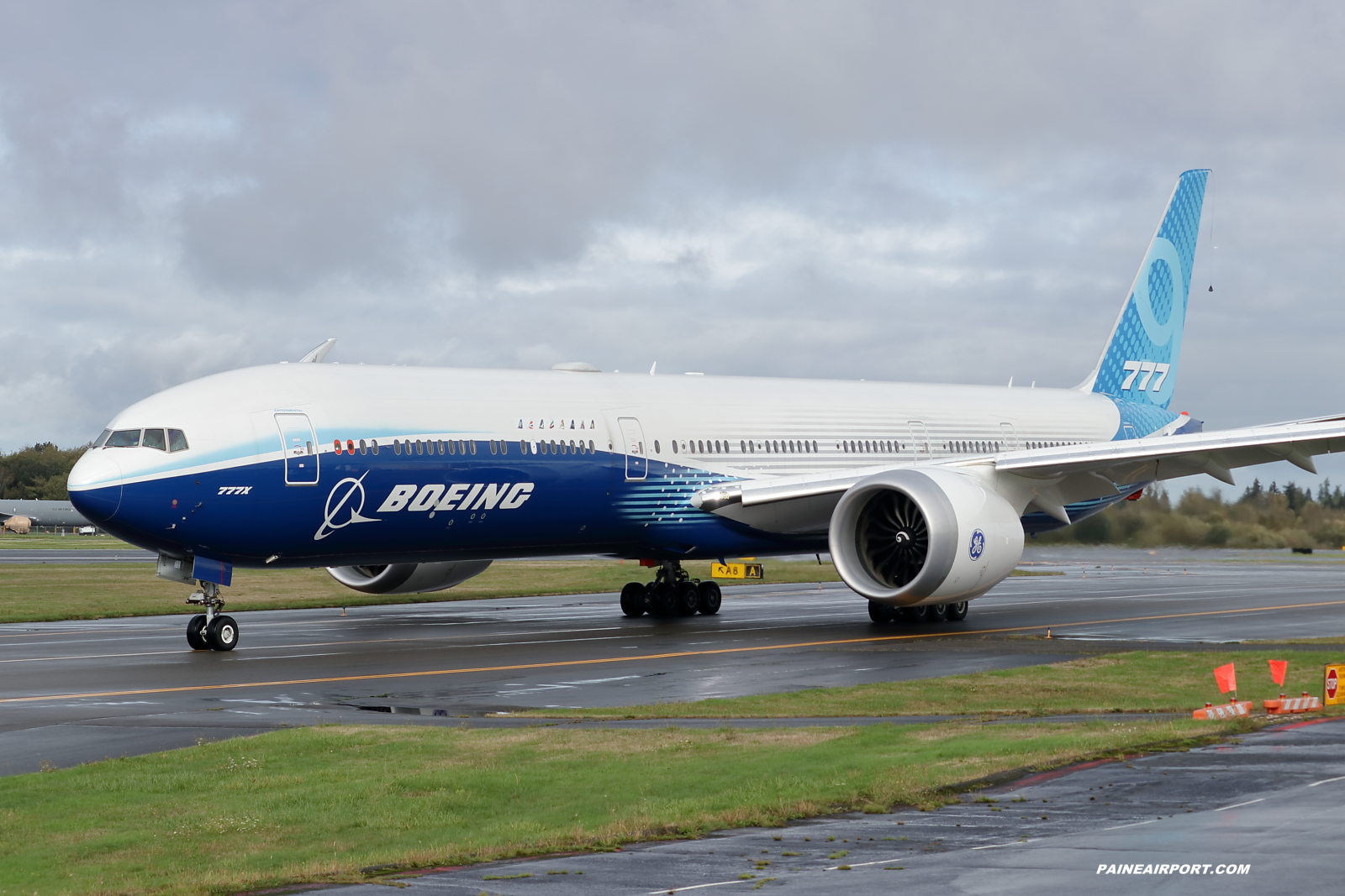 777-9 N779XW at KPAE Paine Field