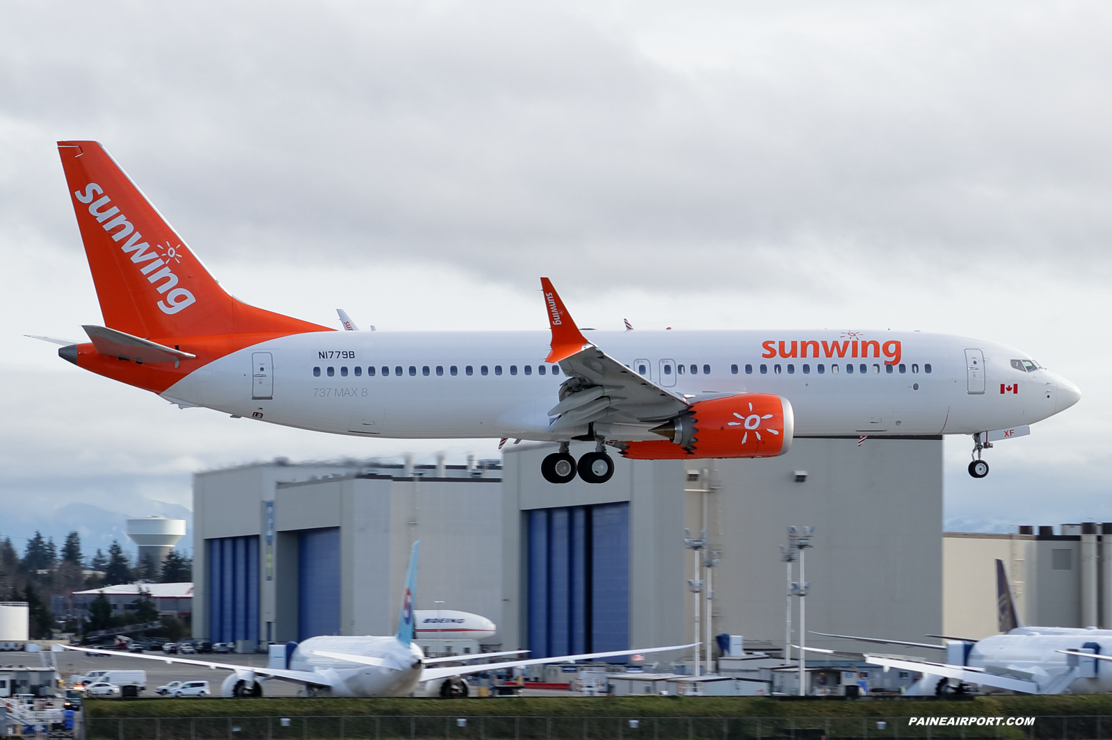 Sunwing 737 N1779B at KPAE Paine Field