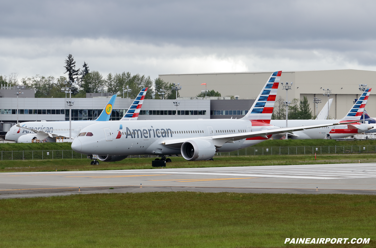 American Airlines 787-8 N874AN at KPAE Paine Field